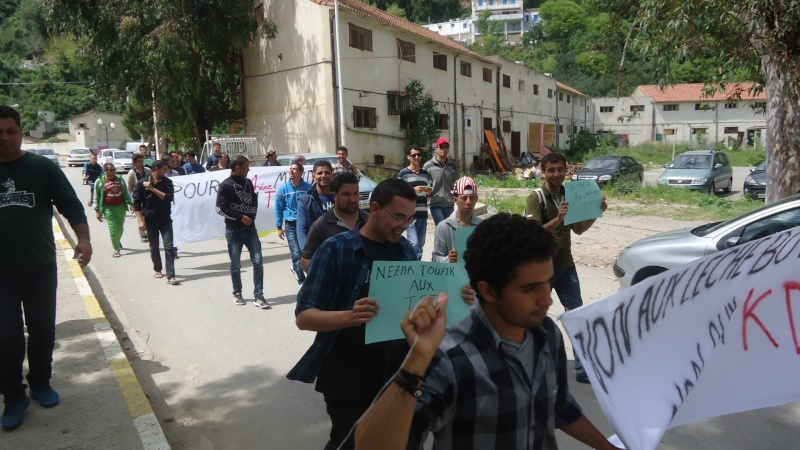 Marche contre le système à Aokas . Dsc00820