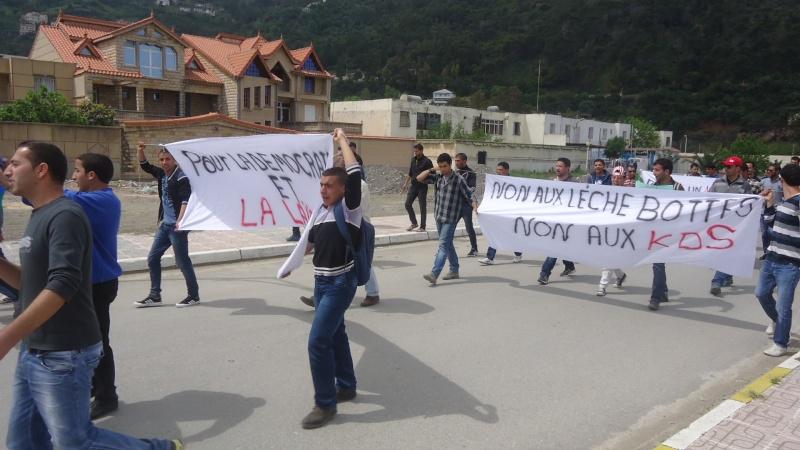 Marche contre le système à Aokas . Dsc00825