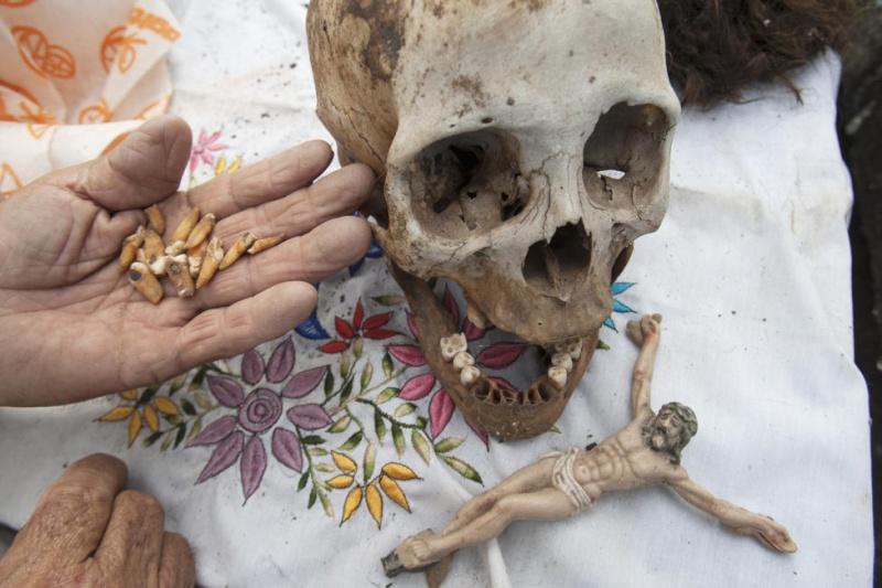 Dia de Los Muertos  - Page 2 06972610