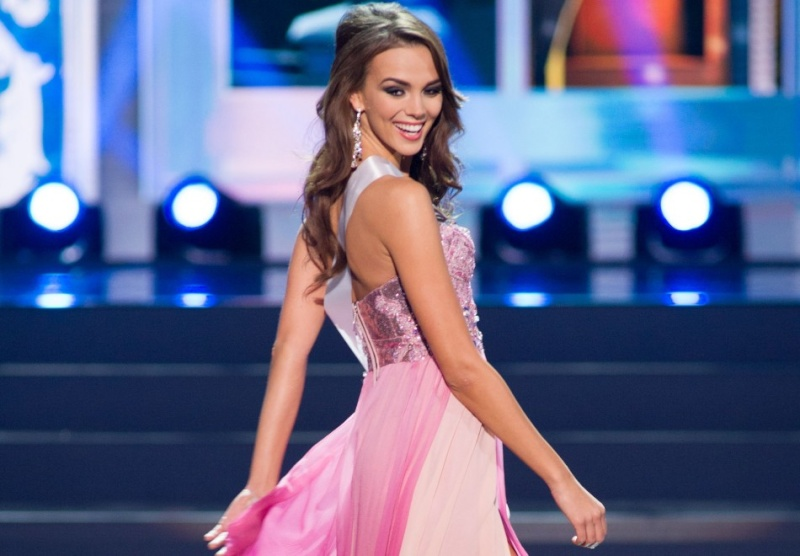 Miss Universe - Page 22 42792010