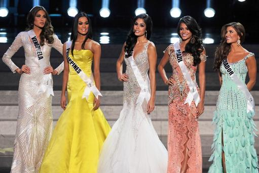 Miss Universe - Page 22 X34210