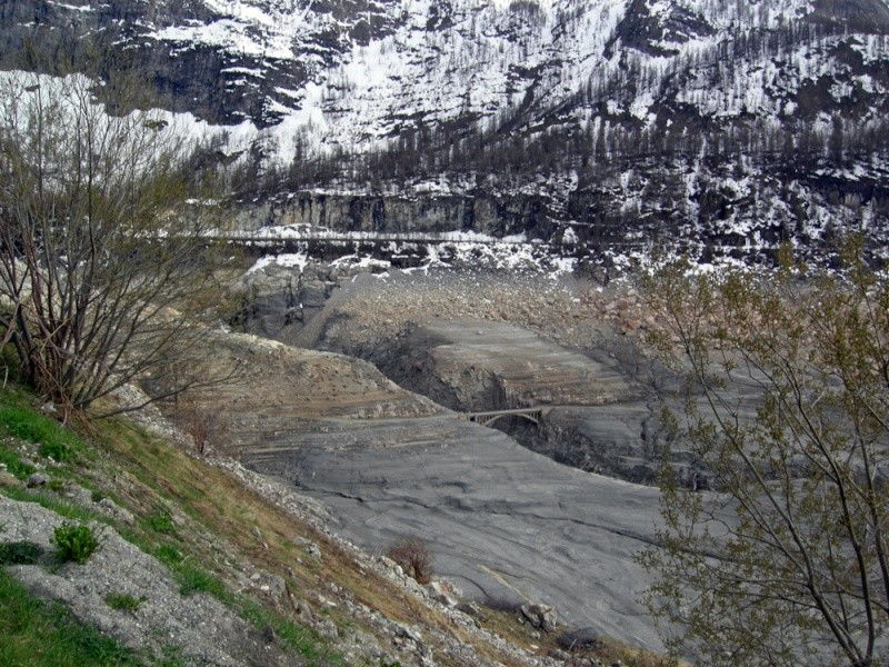 [Tignes] Le barrage de Tignes et les aménagements liés - Page 5 Dscn1418