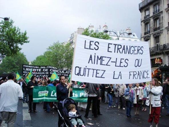LES ETRANGERS AIMEZ6LES OU QUITTEZ LA FRANCE photo prise lors d'une manifestation de sans-papiers Att115