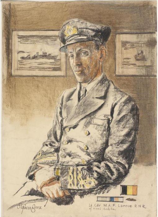 M900 / A954 Adrien De Gerlache (ex HMS Liberty) - Page 9 Comdt_10