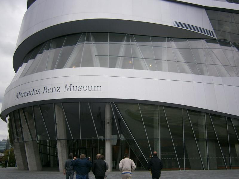 Im Mercedes-Benz Museum P9210010