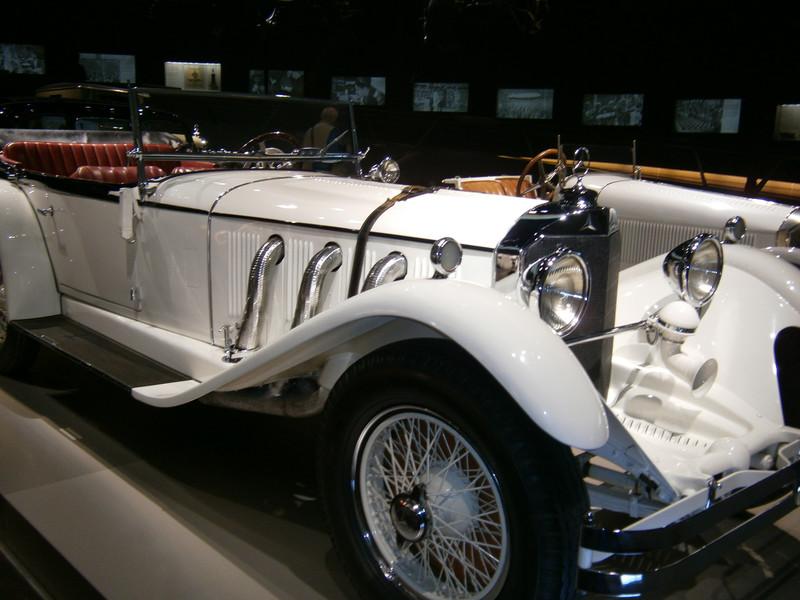 Im Mercedes-Benz Museum P9210055
