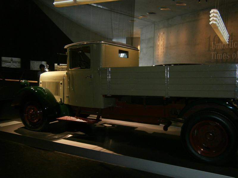Im Mercedes-Benz Museum P9210060