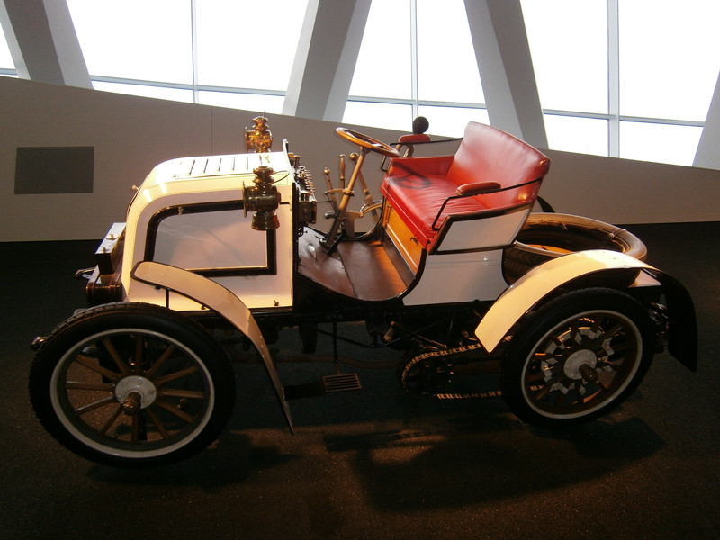 Im Mercedes-Benz Museum P9210111