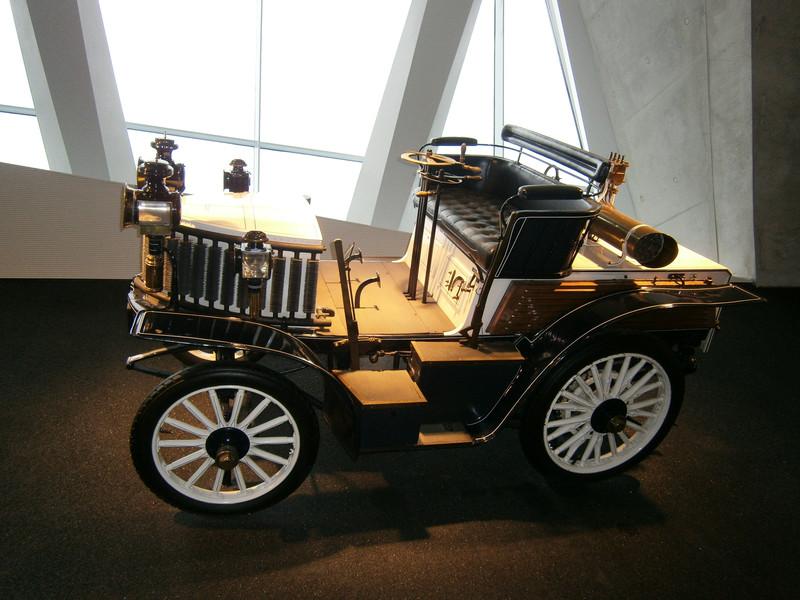 Im Mercedes-Benz Museum P9210113