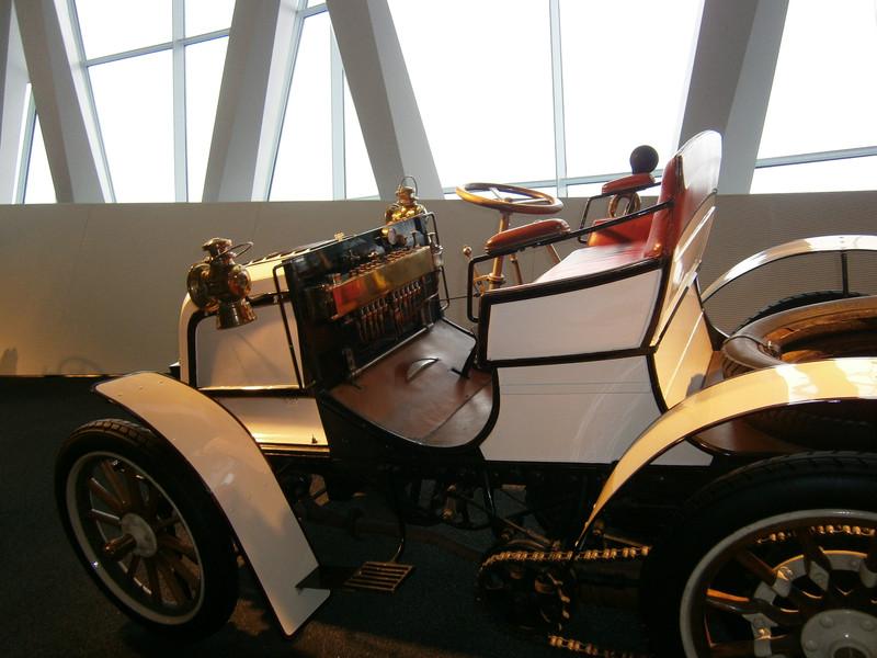 Im Mercedes-Benz Museum P9210114
