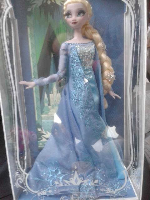 Disney Store Poupées Limited Edition 17'' (depuis 2009) - Page 3 Elsa111