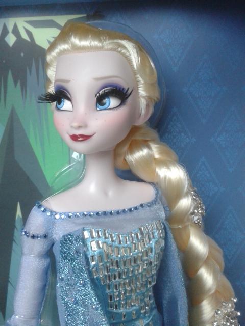 Disney Store Poupées Limited Edition 17'' (depuis 2009) - Page 3 Elsa310