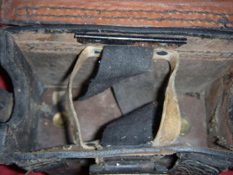 A identifier: cartouchière, boite à pansements,...?? Dscn9110