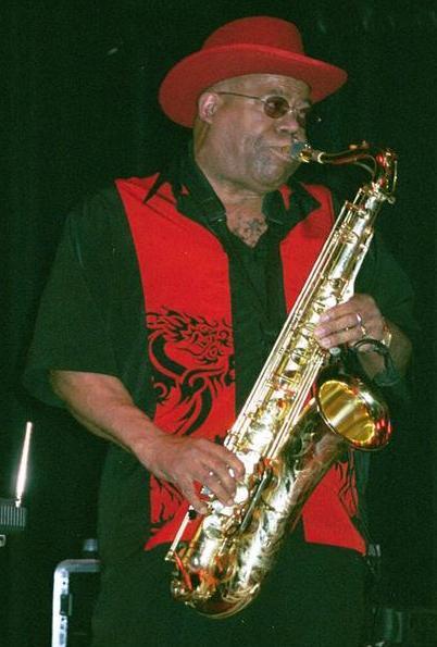 Saxophoniste blues ??? Eddieb10