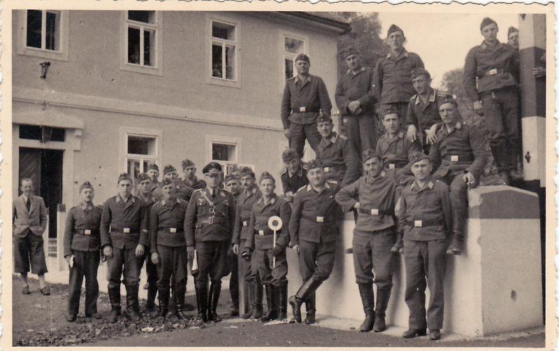 Soldats de la Luftwaffe - Page 3 Kgrhqm11