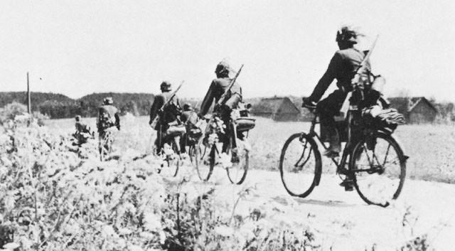Les vélos de l'armée Allemande ww2 - Page 4 Troupe10