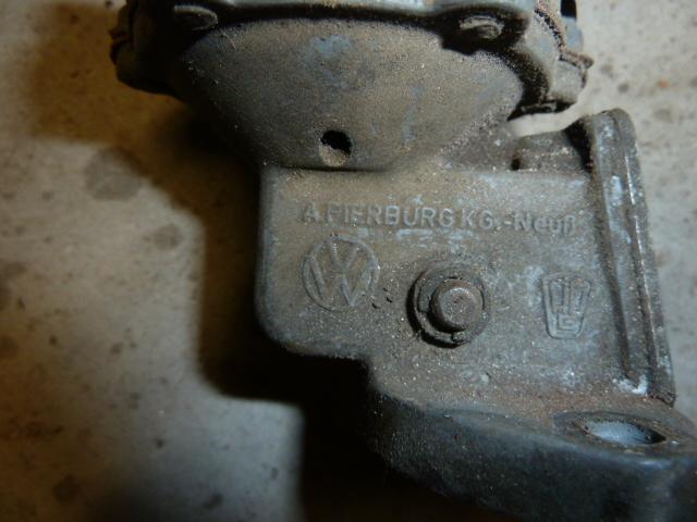recherche pompe a essence origine Pierburg P1130113