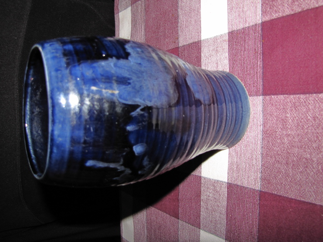 Can anyone id this vase please?  Yes it's early Crown Lynn Ambrico! Img_6611