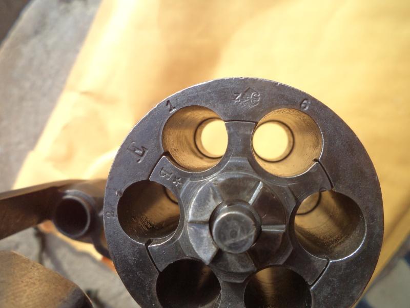 Marquages allemand  sur un revolver 1892 Flo_el11