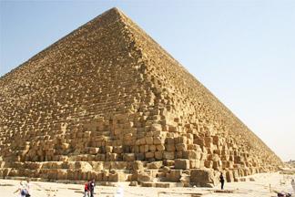 LES ANECDOTES  HISTORIQUES,  DROLES OU ENCORE INSOLITES - Page 3 Pyrami10