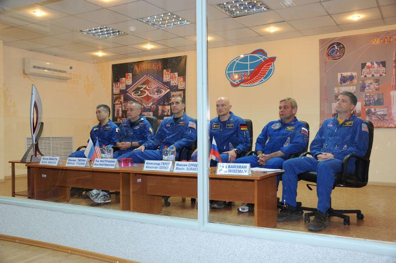 Lancement & retour sur terre de Soyouz TMA-11M  - Page 2 Soyuz143