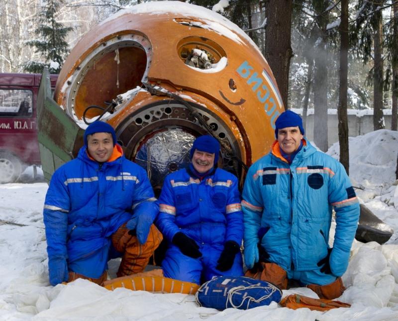 Lancement & retour sur terre de Soyouz TMA-11M  Soyuz_16