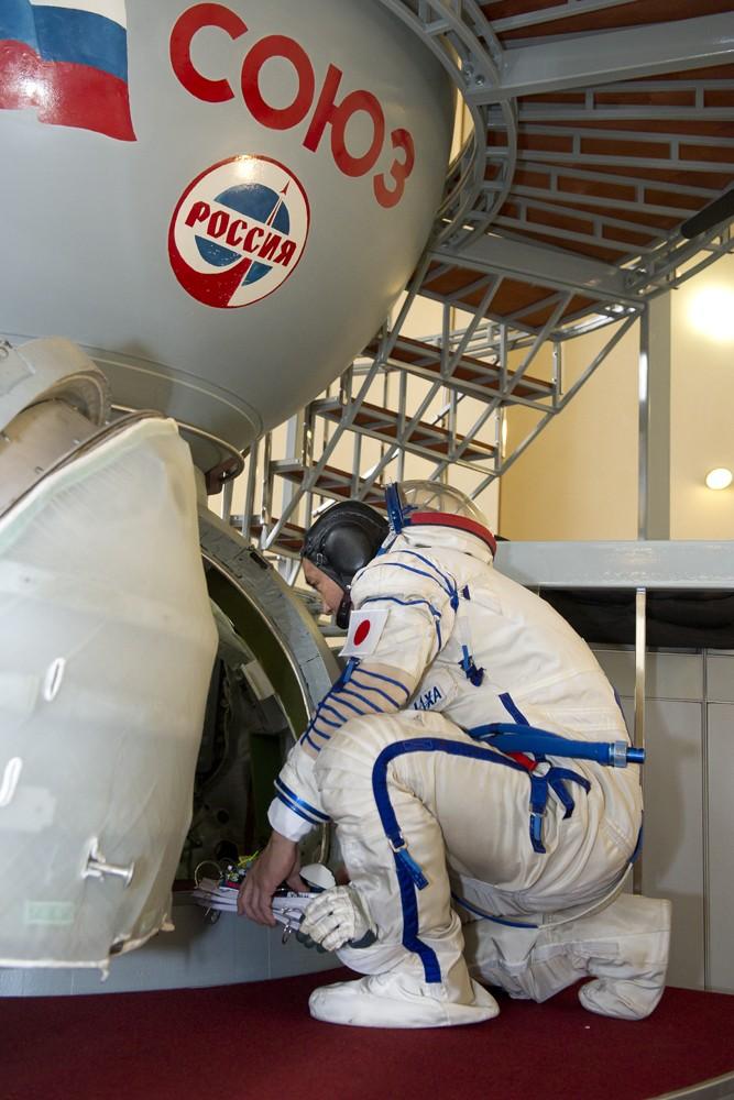 Lancement & retour sur terre de Soyouz TMA-11M  Soyuz_23