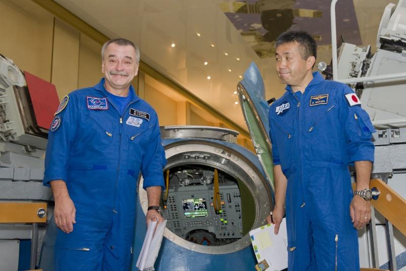 Lancement & retour sur terre de Soyouz TMA-11M  Soyuz_27