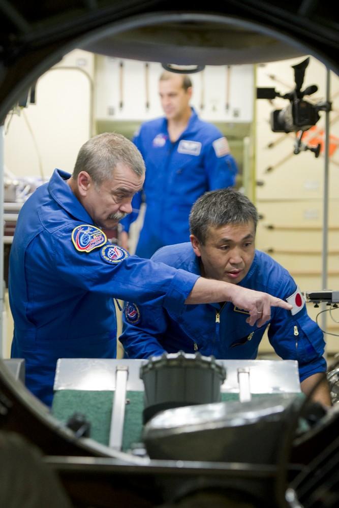 Lancement & retour sur terre de Soyouz TMA-11M  Soyuz_30