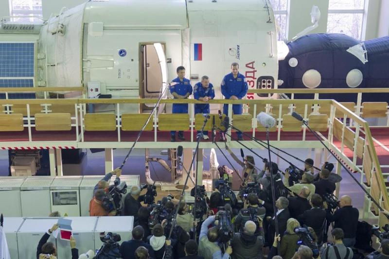 Lancement & retour sur terre de Soyouz TMA-11M  Soyuz_33