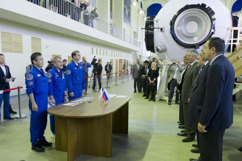 Lancement & retour sur terre de Soyouz TMA-11M  Soyuz_34