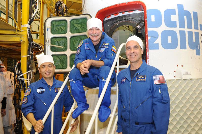 Lancement & retour sur terre de Soyouz TMA-11M  Soyuz_93