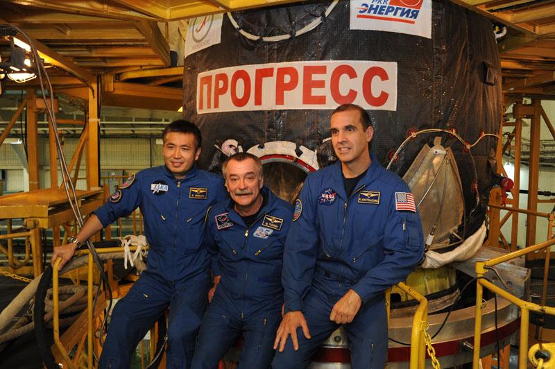 Lancement & retour sur terre de Soyouz TMA-11M  Soyuz_98