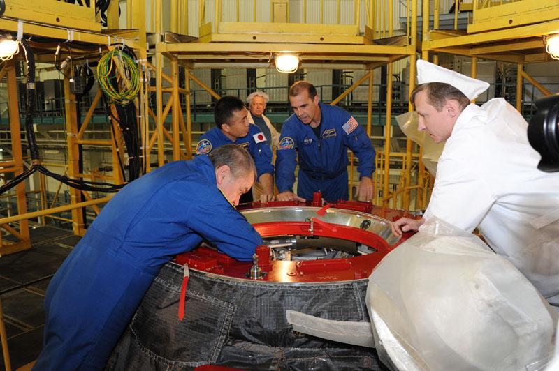 Lancement & retour sur terre de Soyouz TMA-11M  Soyuz_99