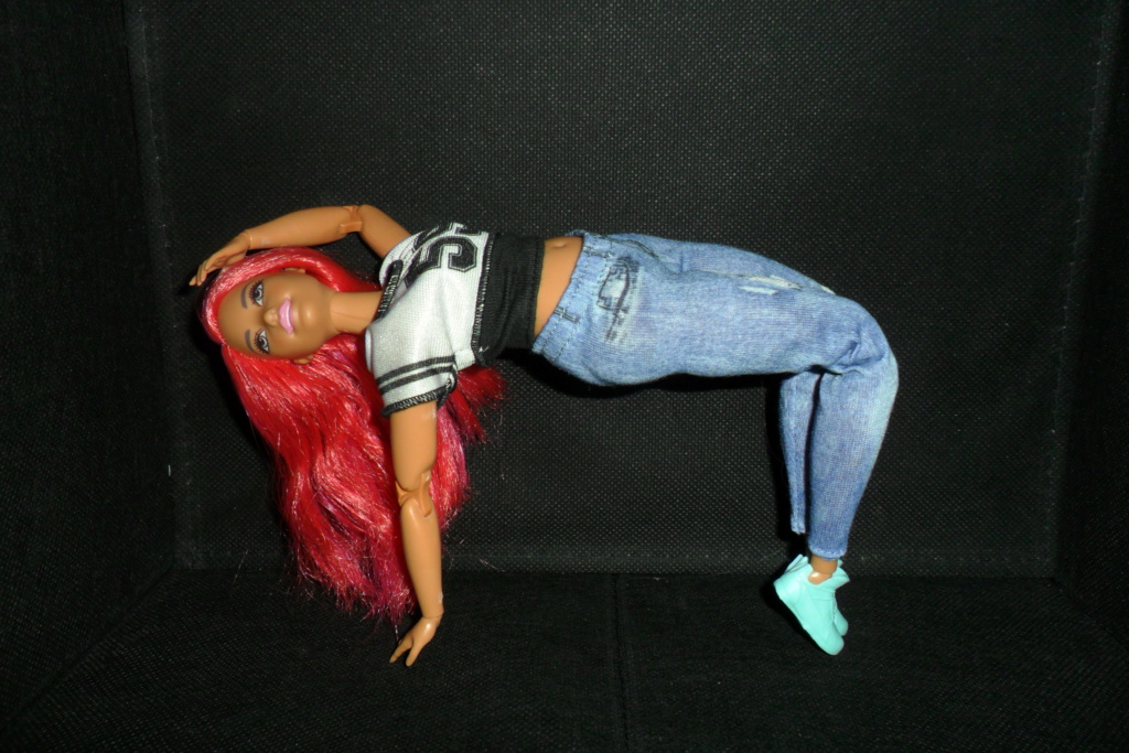 Barbies curvy made to move hip hop Sam_7523