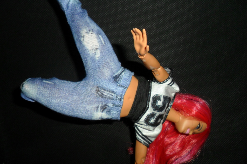 Barbies curvy made to move hip hop Sam_7528