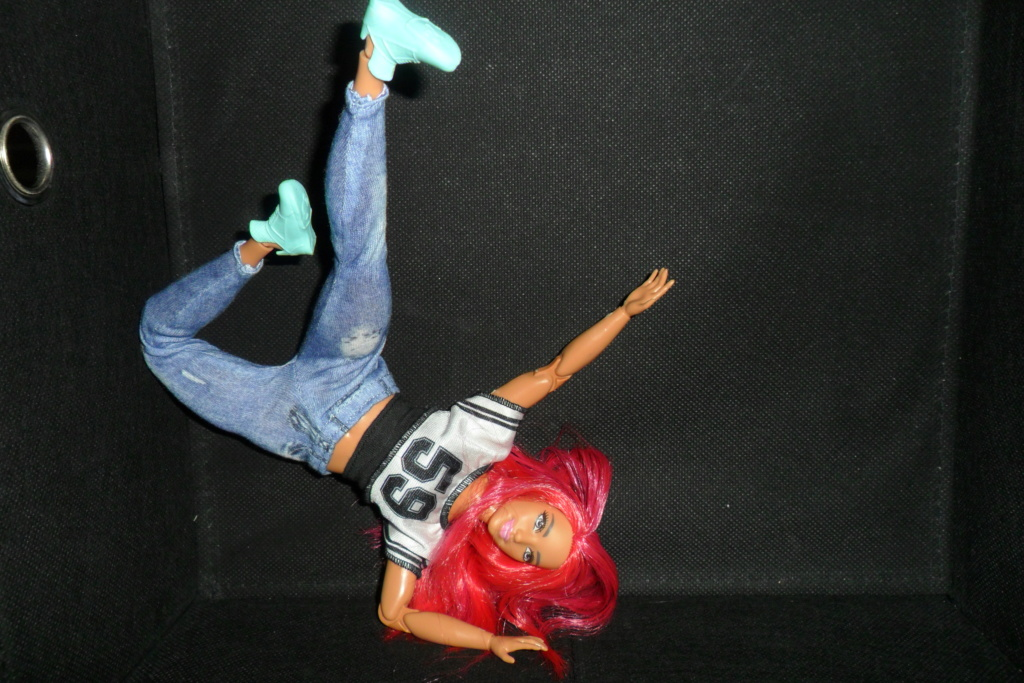 Barbies curvy made to move hip hop Sam_7531