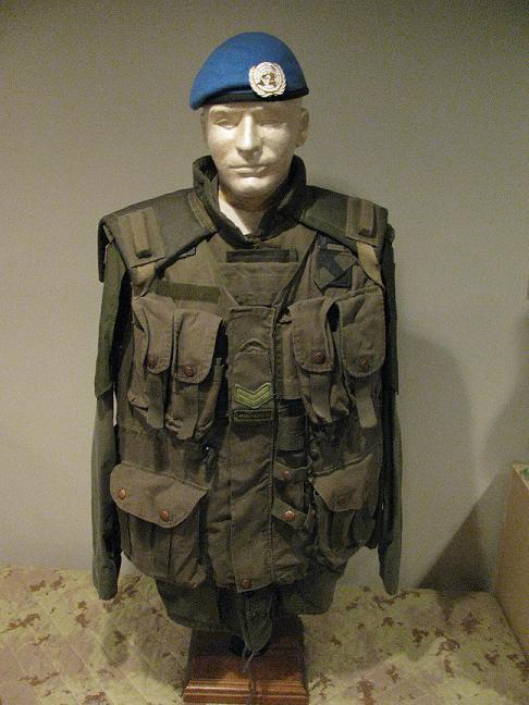 R22e regiment master corporal united nations display  Un_com10