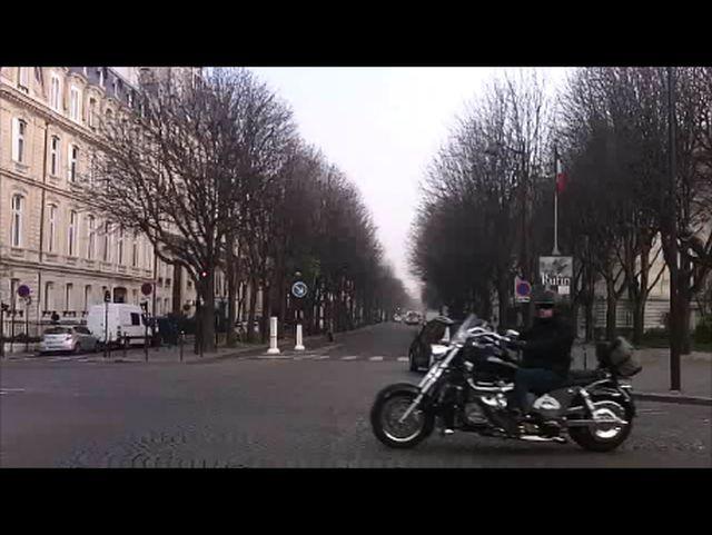 Moto extrême croisée ce matin  Instan10