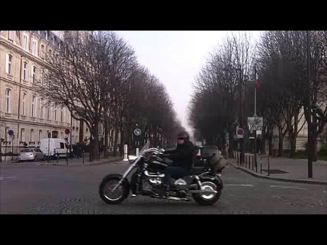 Moto extrême croisée ce matin  Instan11