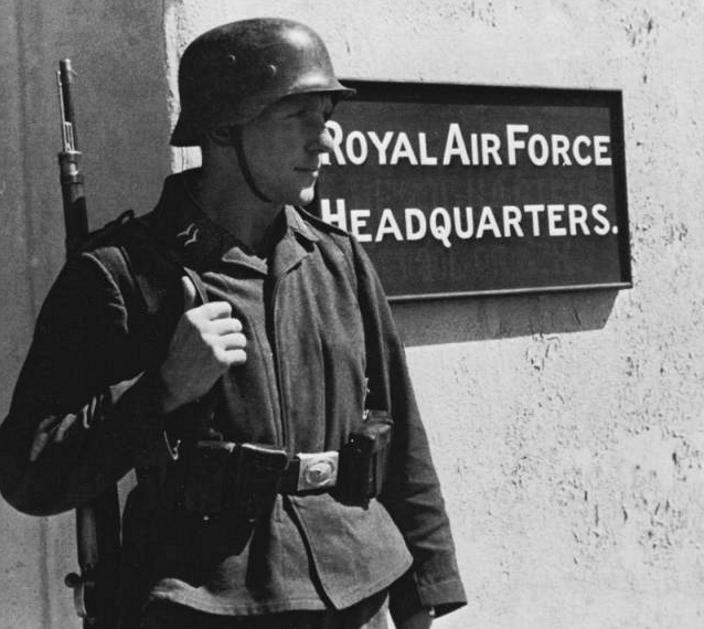 Soldats de la Luftwaffe - Page 6 1113