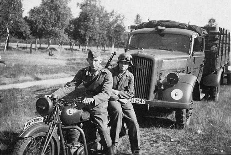 Véhicules divers affectés à la Luftwaffe - Page 3 1413
