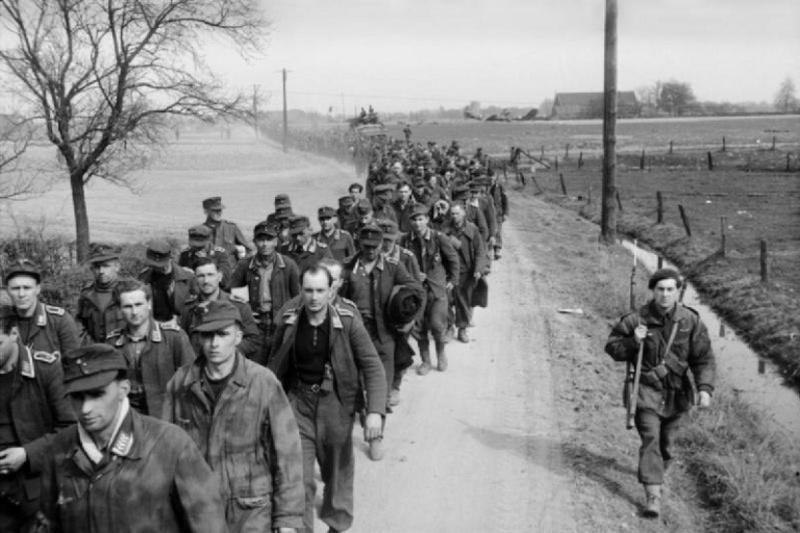 Soldats de la Luftwaffe - Page 6 1512