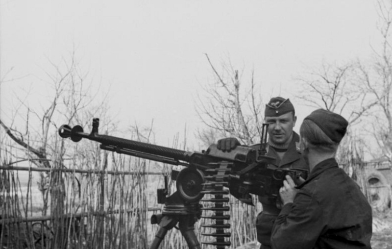 Soldats de la Luftwaffe - Page 2 20110