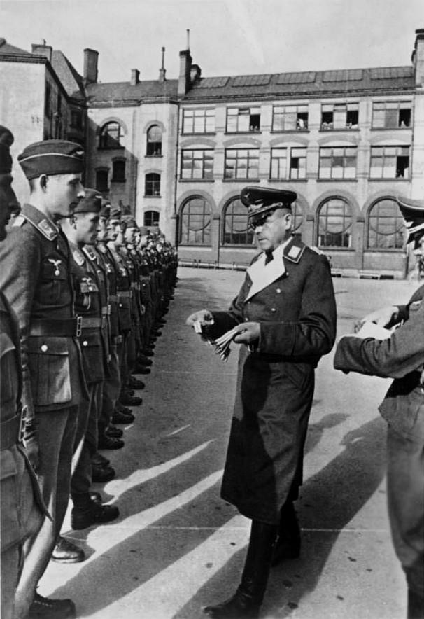 Soldats de la Luftwaffe - Page 6 2114