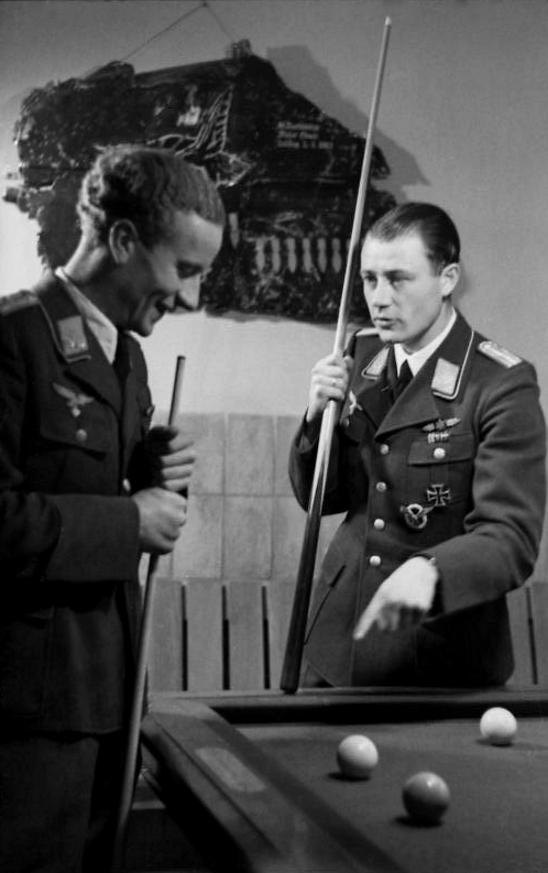 Les différentes vareuses de la Luftwaffe 2r10