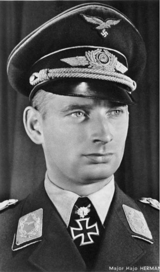 Schirmmütze de la Luftwaffe - Page 2 4011