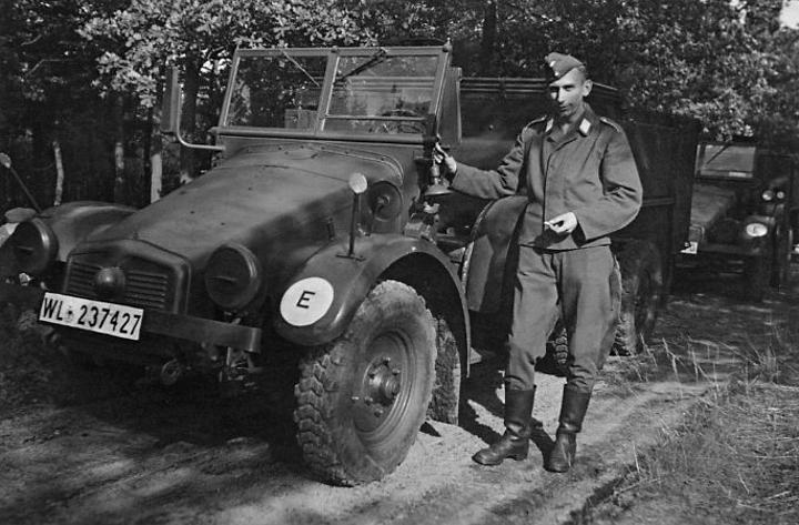 Véhicules divers affectés à la Luftwaffe - Page 3 417