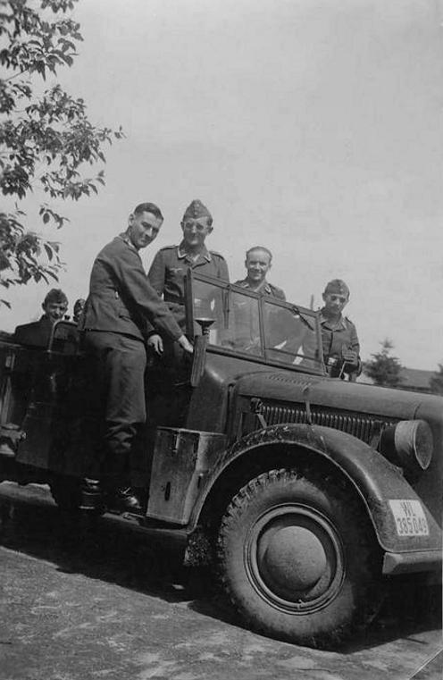 Véhicules divers affectés à la Luftwaffe - Page 3 456611
