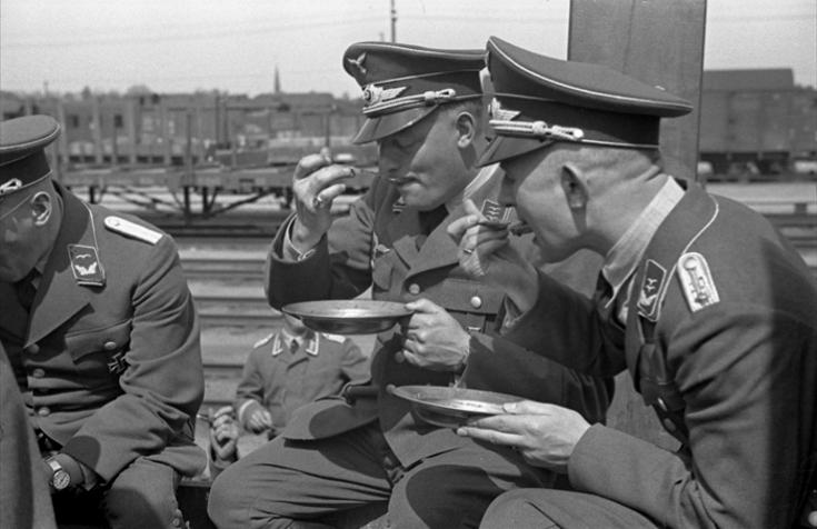 Les soldats de la Luftwaffe au repos ! 654610